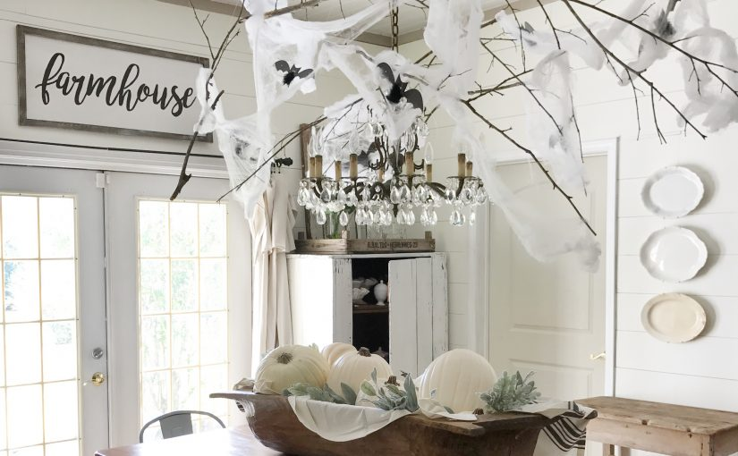 Spooky Flying Bats Dining Room Décor